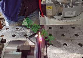 V型槽滚轮激光淬火